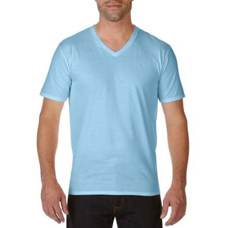 Premium Cotton® V-Neck T-Shirt in Light Blue von Gildan (Artnum: G41V00
