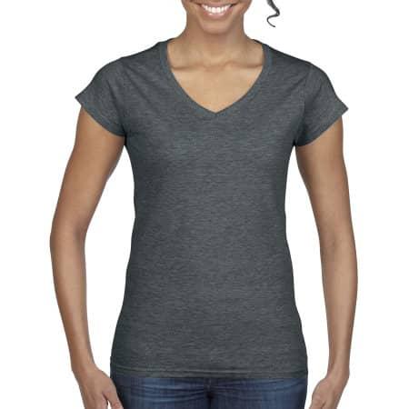 Softstyle® Ladies` V-Neck T-Shirt in Dark Heather von Gildan (Artnum: G64V00L